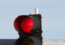 60% dos motociclistas passam o sinal vermelho