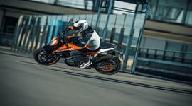 A nova KTM 125 Duke 2017 já chegou