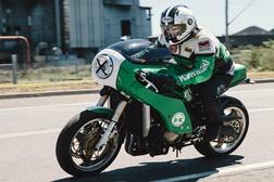Retro Techno - A Kawasaki ZX12 de Daniel Sharp
