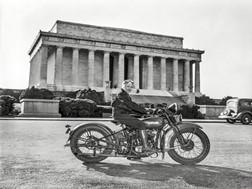 Sally Halterman - a primeira mulher a tirar a carta de moto na América