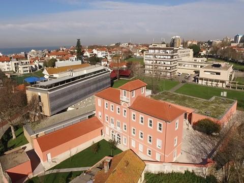 """Art Jewelry Forum atribui bolsa """"Susan Beech Mid-Carreer Artist Grant"""" a investigadora da Universidade Católica Porto"""