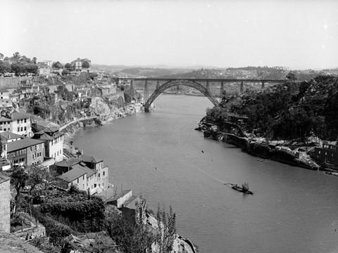 Exposição de Fotografia sobre o Porto e Douro nos antigos armazéns da Croft