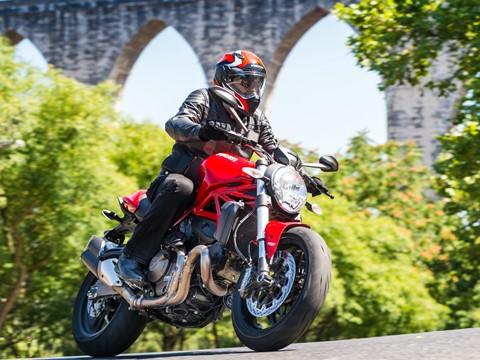 Teste Ducati Monster 821 - Carga de água