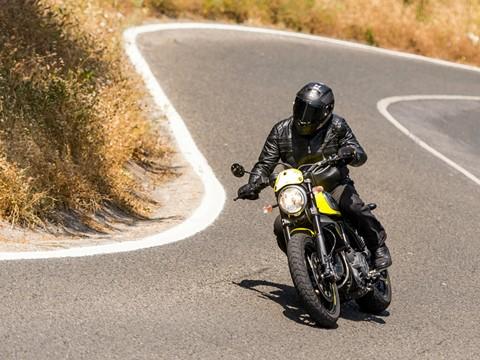 Scrambler Ducati Flat Track Pro - Hino à alegria