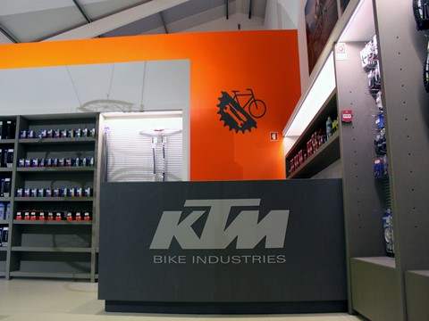 KTM Bike Industries abre mega concept-store no Porto