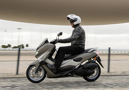 yamaha nmax 125 urbana de gema test drives andar de moto. Black Bedroom Furniture Sets. Home Design Ideas