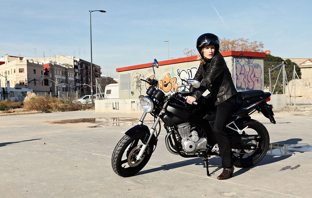 daelim roadwin 125 fi moto estrada andar de moto. Black Bedroom Furniture Sets. Home Design Ideas