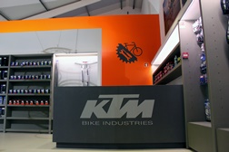 KTM Bike Industries abre mega concept-store no Porto
